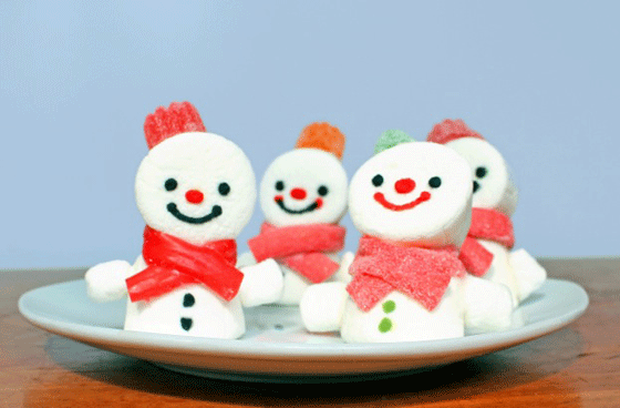 Fun party decorations and activity ideas: How to make marshmallow snowmen!