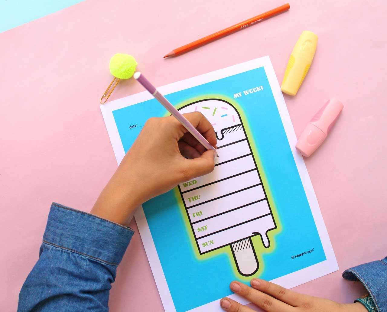 Keep ahead of schedule with this on trend DIY weekly planner for your home or office