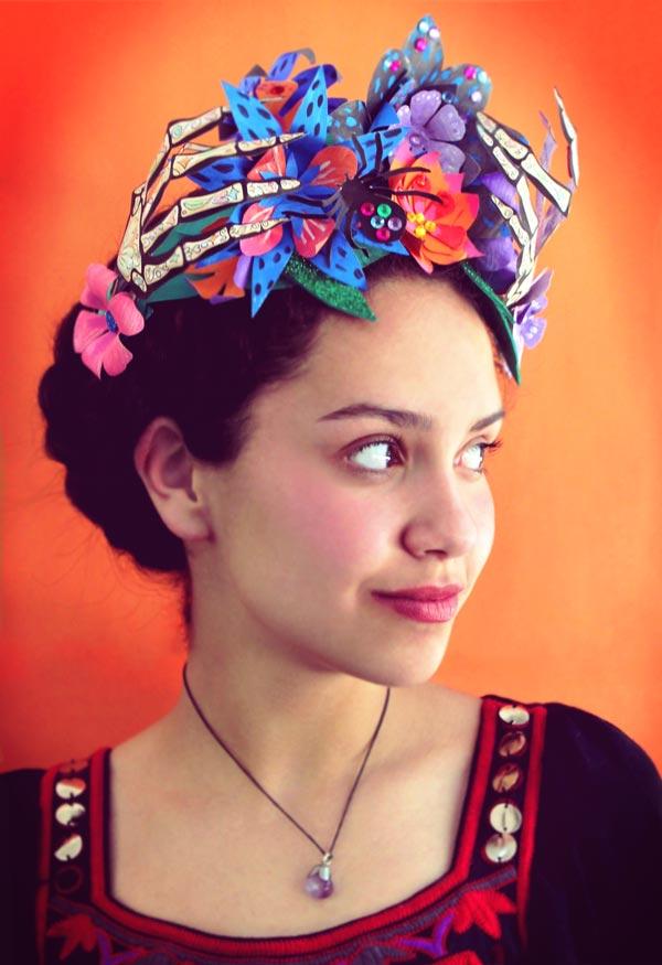 Corona de flores de papel para el Día de los Muertos