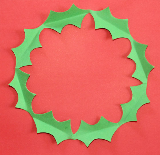 Green festive paper Holiday wreath decoration template to cutout + instructions: Happythought Holiday craft activity pack!
